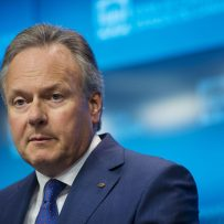 Poloz Says Digital Revolution Warrants Caution on Rate Increases