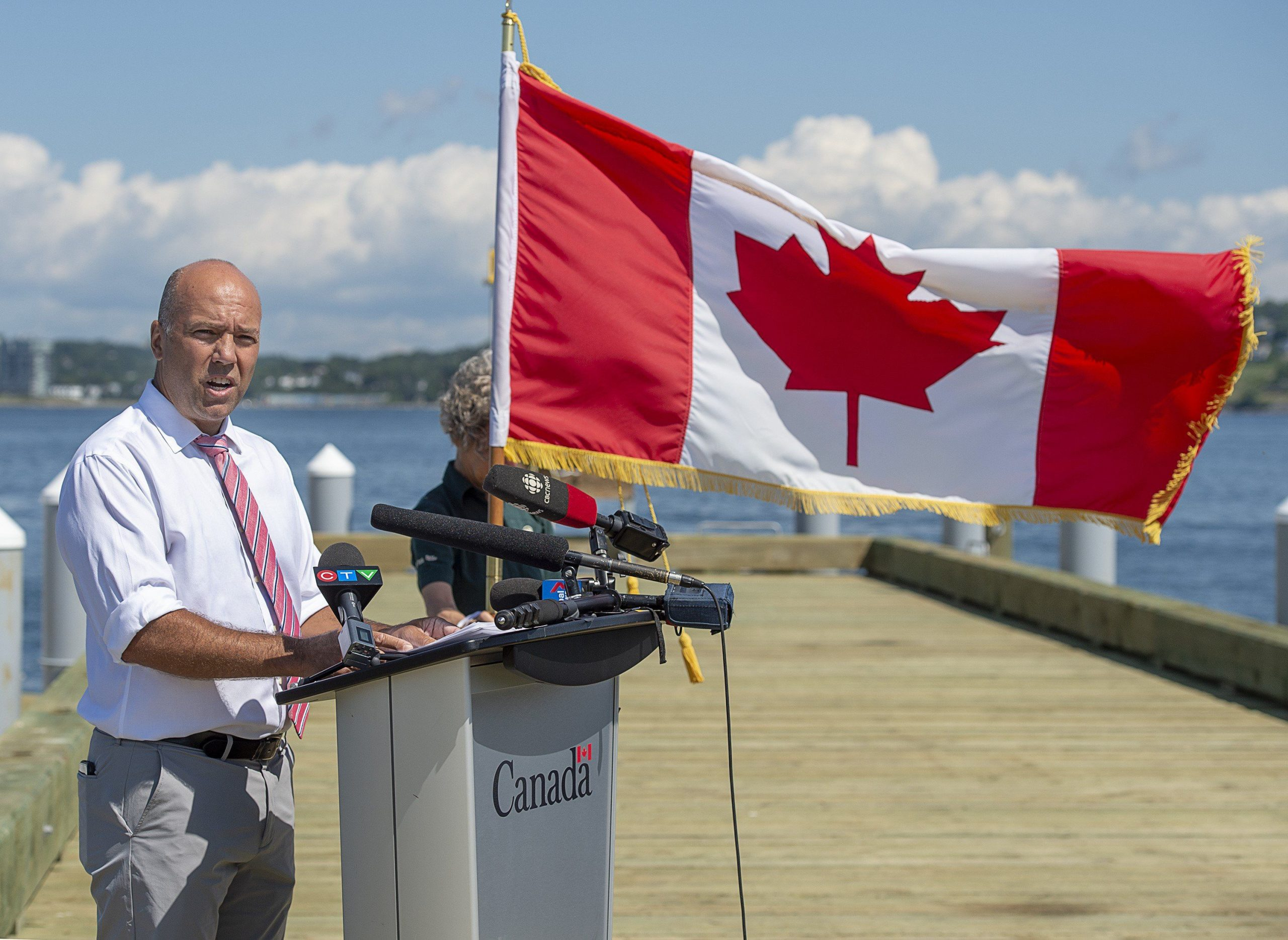 GOVERNMENTS OF CANADA AND NOVA SCOTIA SIGN HOUSING BENEFIT