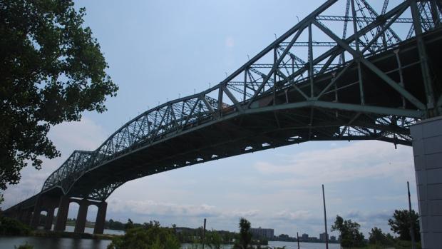 hi-champlain-bridge-852