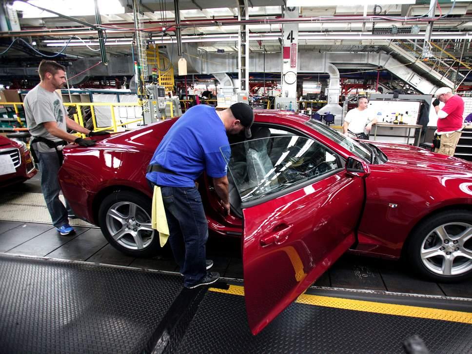 Trump auto tariff threats hinder push for NAFTA deal