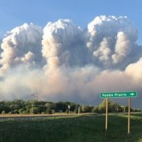 Smoke spreads, air quality at 'very high risk' as Alberta wildfires burn